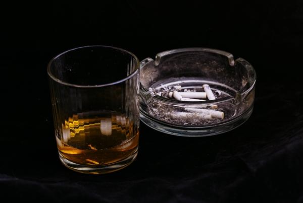 ダイエット中なのに断れないお酒の席で太りにくいお酒の飲み方