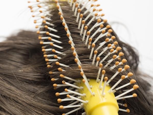 ピルの副作用で抜け毛が増えて薄毛になってしまうことも!